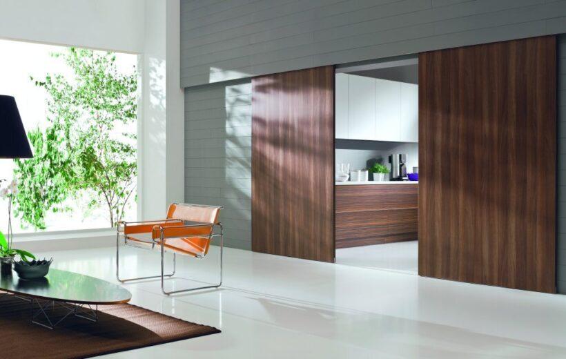 Jak zaprojektować drzwi przesuwne do szafy?