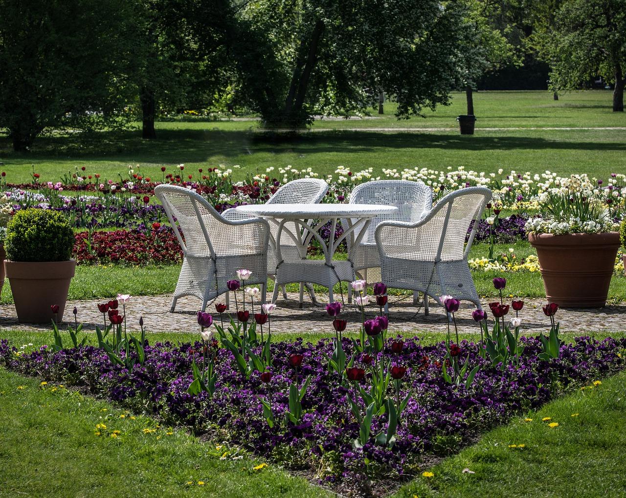 Funkcjonalne zestawy ogrodowe – popularne rozwiązania
